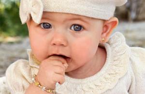 у маленького ребенка проколоты ушки