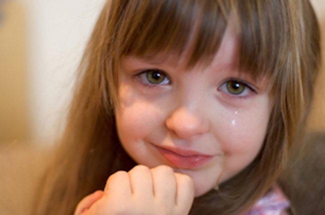 ребенок дневочка плачет