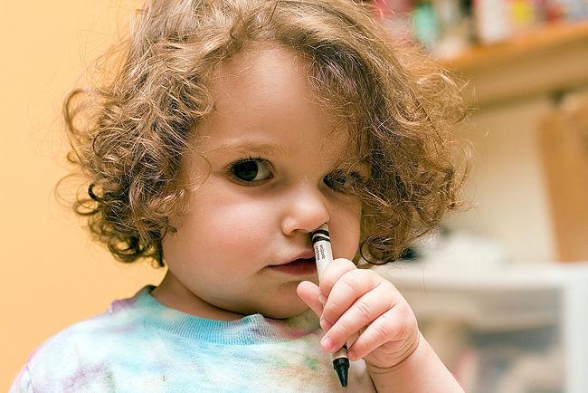 у ребенка в носу карандаш