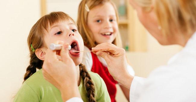 у ребенка болит горло