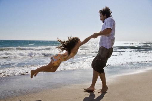 папа и дочка на море