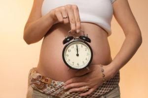 беременная и будильник