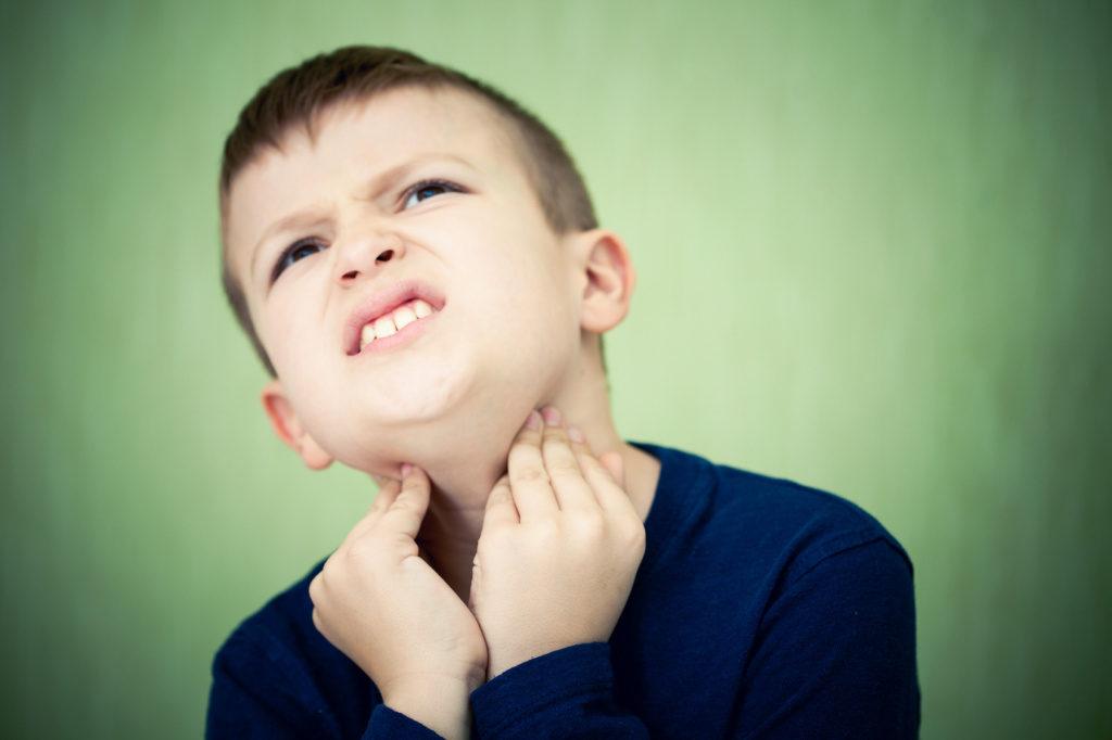 Еще одна причина болей в горле – ларингофарингеальный рефлюкс.
