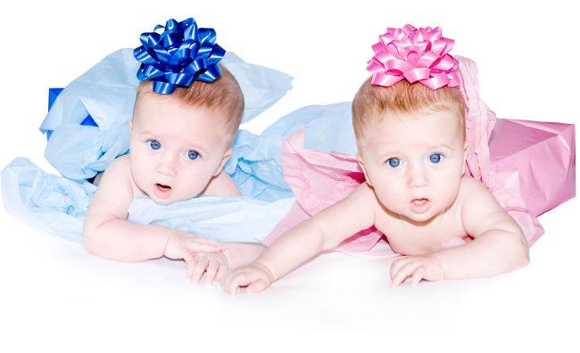 мальчик в голубом девочка в розовом