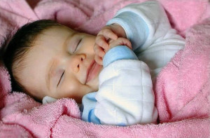 ребенок смеется во сне