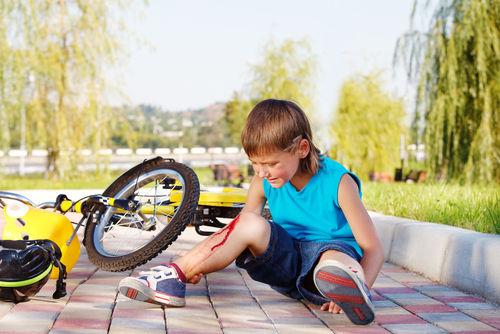 ребенок упал с велосипеда травма