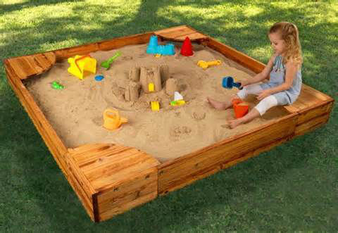 ребенок и песочница