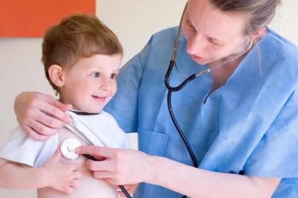 Причины, симптоматика и лечение псориаза у детей − передается ли эта болезнь по наследству?